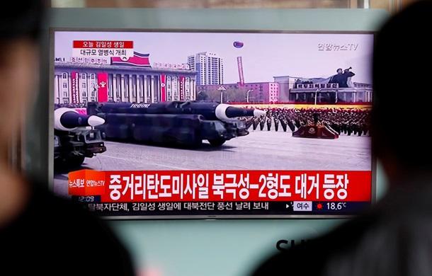 северная корея впервые показала баллистические ракеты подводных лодок